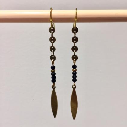Boucles d'oreille perles sur tige feuille et rondelles noir