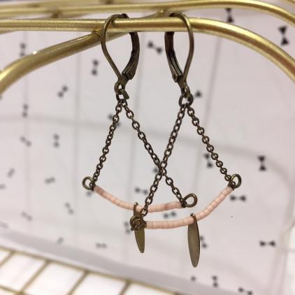 Boucles d'oreilles Soline laiton - demi lune et goutte - rose pale