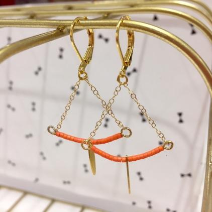 Boucles d'oreille Soline dorée - demi lune et goutte - corail