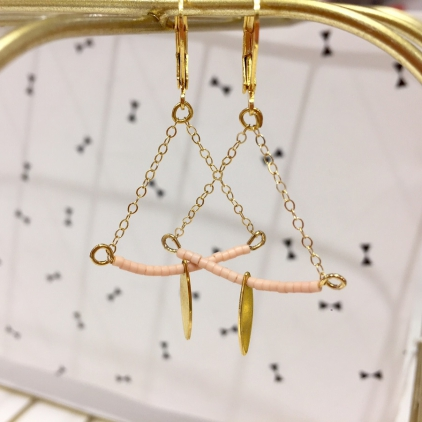 Boucles d'oreille Soline dorée - demi lune et goutte - rose pale