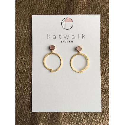 Boucles d'oreilles pierre rose et grand anneau ouvert